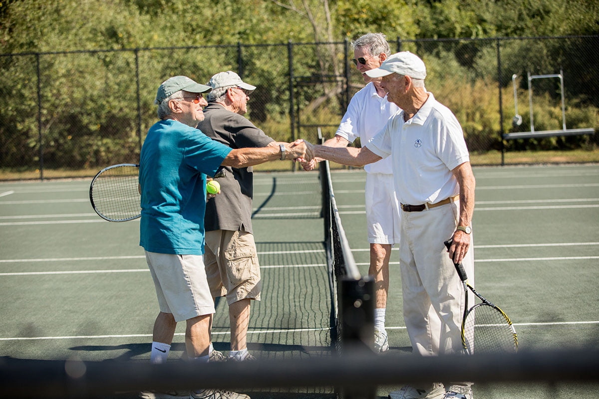 Tennis-players-shaking-hands